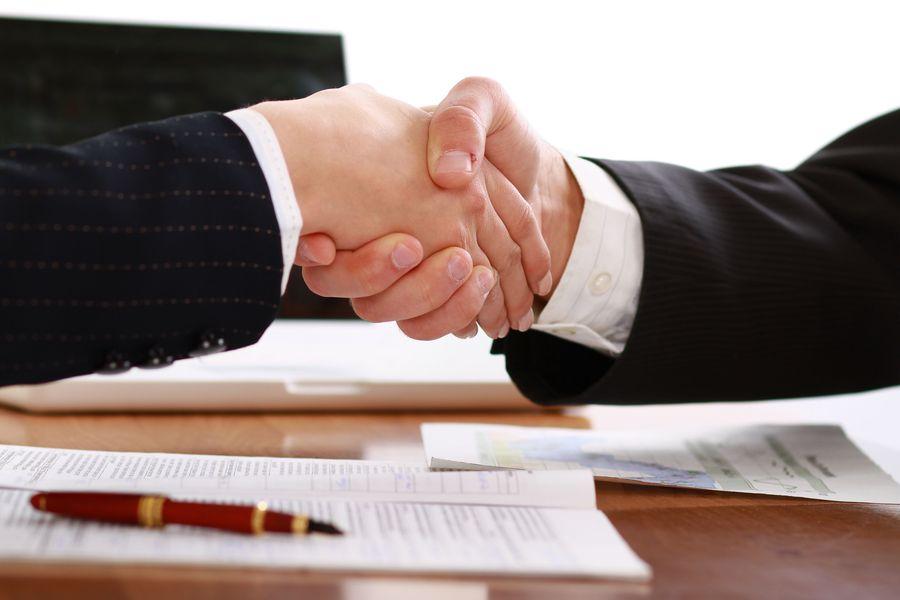 Umowa o praktykę absolwencką – alternatywa dla umowy zlecenia i umowy o pracę na okres próbny.